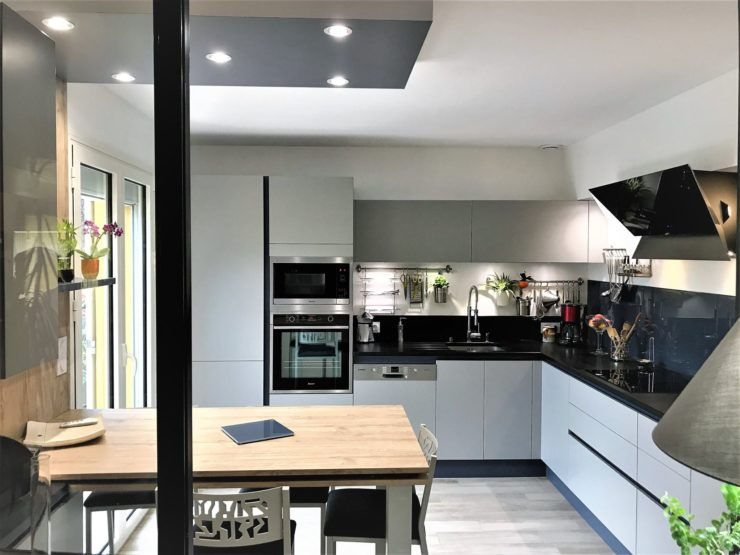 petite cuisine avec lot cuisines kergourlay. Black Bedroom Furniture Sets. Home Design Ideas