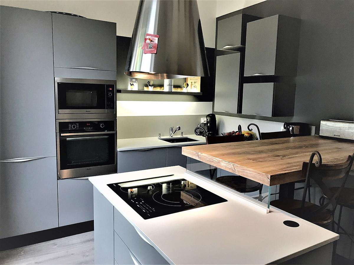 Petite cuisine avec il t cuisines kergourlay - Petite cuisine ilot ...